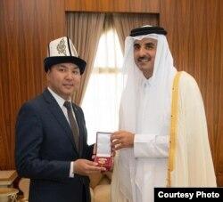 Посол Нуран Ниязалиев и эмир Катара, шейх Тамим бин Хамад Аль-Тани.