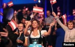 Сторонники Партии свободы празднуют ее успех на прошлогодних выборах
