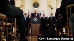 ABŞ-nyňprezidenti Donald Tramp Eýranyň 'yza tesene' meňzeýändigini aýdýar.