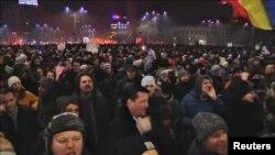Pamje nga protestat kundër qeverisë në Bukuresht