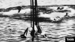 """Sergei Eisenstein'in """"Potyomkin zirehli gəmisi"""" filmindən görüntü"""