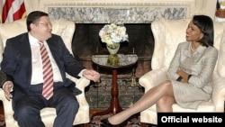 АҚШ мемлекеттік хатшысы Кондолиза Райс пен Қазақстан сыртқы істер министрі Марат Тәжин,Вашингтон, мамыр, 2007 жыл.