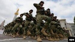 Традиционно День независимости начался с принятия присяги новобранцами Вооруженных сил. На площади Свободы, где они дали клятву верно служить родине, на протяжении всего дня играл военный духовой оркестр
