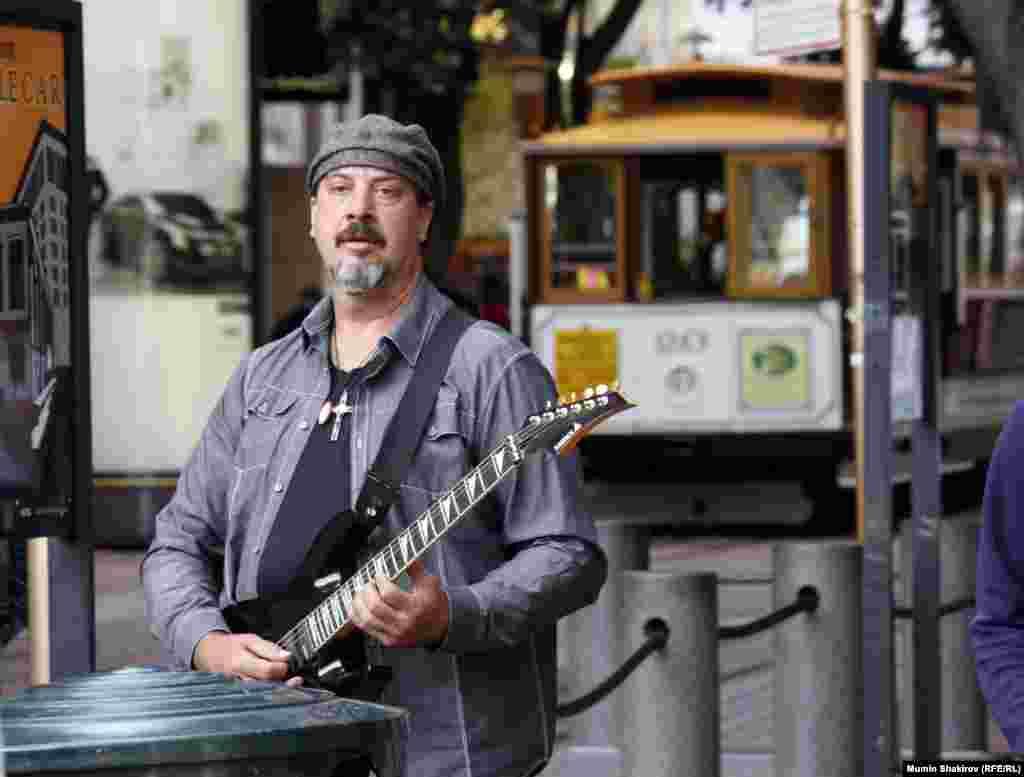 Уличные музыканты – такая же достопримечательность Сан-Франциско, как и кабельные трамваи