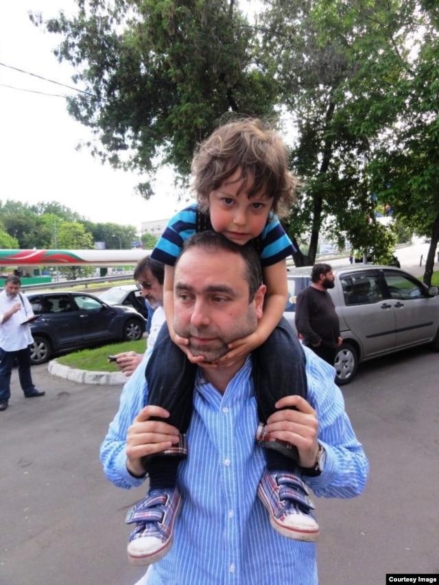 Mikhail Kaluzhsky with his son in Tel Aviv