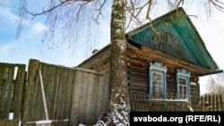 Апошняя хата ў выселенай вёсцы Журавы Краснапольскага раёну.