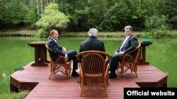Справа наліво: президент України Петро Порошенко, президент Єврокомісії Жан-Клод Юнкер та президент Європейської ради Дональд Туск. Київ 13 липня 2017 року