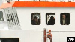 Російські правоохоронці в рубці затриманого судна «Арктик Санрайз», Мурманськ, архівне фото