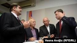Goran Radosavljević Guri na proslavi godišnjice osnivanja vladajuće SNS (drugi s leva)