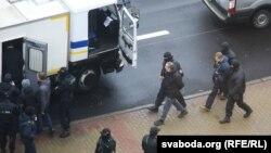 بازداشت معترضان توسط پولیس بلاروس