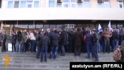 Акция протеста сотрудников метрополитена против обязательных накопительных пенсий, Ереван, 12 февраля 2014 г.