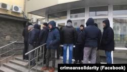 Біля суду в Ростові-на-Дону