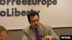 «Ölkələr yol ayrıcında» hesabatının redaktoru Kris Uolker, 2 may 2006