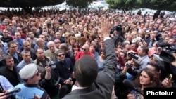 Акция протеста представителей малого и среднего бизнеса перед зданием правительства, Ереван, 2 октября 2014 г.