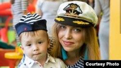 Дарья Салахова со старшим ребенком