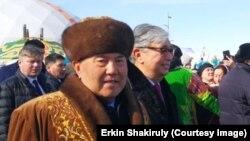 Бывший президент Казахстана Нурсултан Назарбаев (слева) в сопровождении сменившего его на президентском посту Касым-Жомарта Токаева. Астана (переименована в Нур-Султан), 21 марта 2019 года.