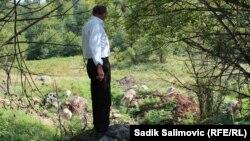 Жемал Хасанович ұлының сүйегін іздеп жүр. Сребреница, 9 қыркүйек 2014 жыл.