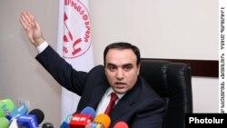 Секретарь Совета национальной безопасности Армении, председатель партии «Оринац еркир» Артур Багдасарян на пресс-конференции, Ереван, 16 марта 2010 г.