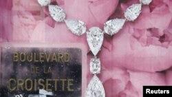 Plakat izložbe sa koje su dragulji urkadeni