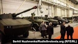 Військове озброєння України на виставці «Зброя та безпека», що проходить щороку у Міжнародному виставковому центрі. Київ, жовтень 2016 року