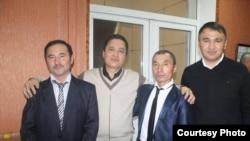 Гражданский активист Берик Жагипаров (крайний справа) с рабочими активистами компании «Казахмыс».