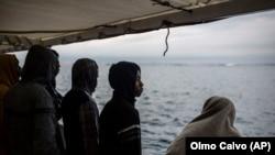Imagine generică cu migranţi în Marea Mediterană. 28 decembrie 2018.