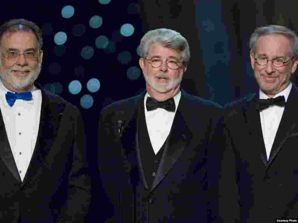 سه تفنگدار! از راست به چپ: یی تی، جنگ ستارگان، پدر خوانده