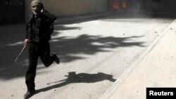 مقاتل من جبهة النصرة في محافظة الرقة السورية