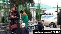 Текинский базар в Ашхабаде (архивное фото)