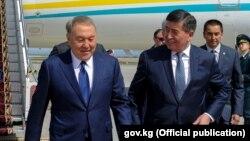 Нурсултан Назарбаев и Сооронбай Жээнбеков во время визита Назарбаева в Кыргызскую Республику. 14 апреля 2017 года