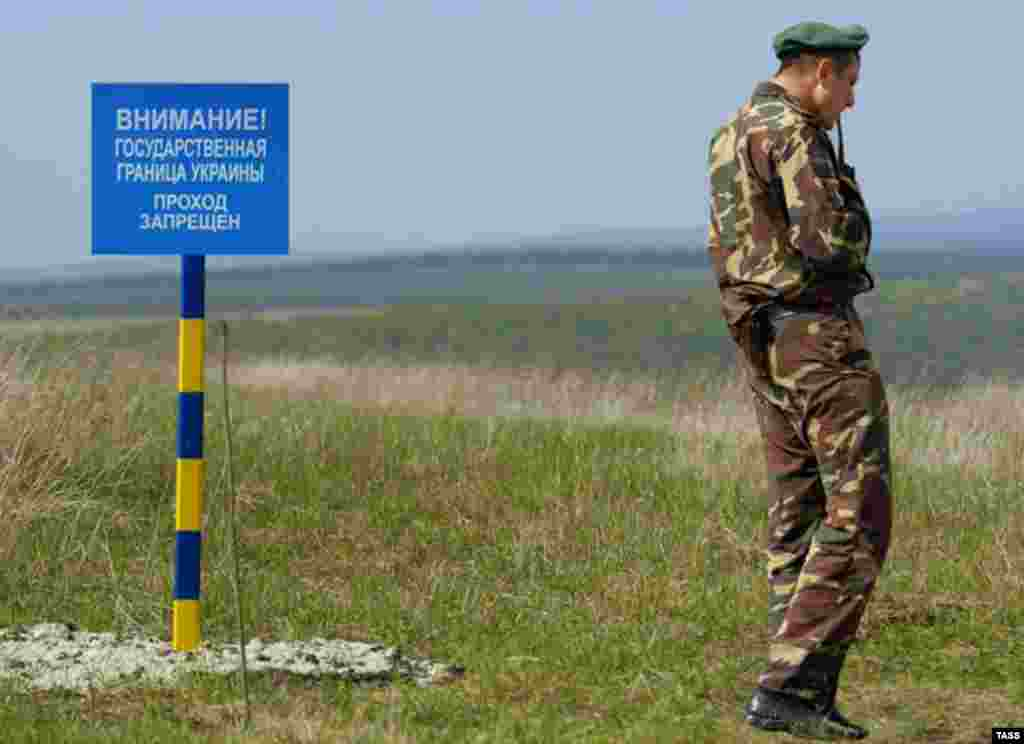 A Ukrainian border guard at one of 150 posts set up by Ukraine along its border with Transdniester this spring (TASS) - In a long and wide-ranging interview with RFE/RL in February, Moldovan President Vladimir Voronin discussed his country's breakaway Transdniester region and relations with Ukraine, Russia, and the West.