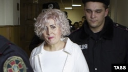 Неля Штепа в зале суда