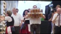"""27 litr pivəni bir dəfəyə stola daşıyıb """"Rekordlar""""a düşdü"""