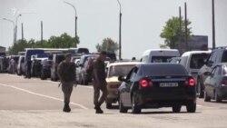 «Будем ночевать» – украинцы не могут попасть в аннексированный Крым (видео)