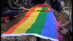 LGBT-çi gənc dəfn edildi