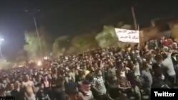 سوسنگرد یکی از شهرهایی است که مردم شبانه در آن تظاهرات اعتراضی برگزار میکنند