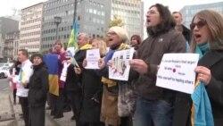 """Protest la Bruxelles: """"Opriți războiul lui Putin în Ucraina"""""""