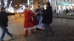 Почему в Одессе подрались Деды Морозы