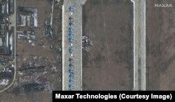 Російські військові літаки Су-34 на авіабазі в Морозовську, Ростовська область
