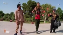 Қиссаи тифле, ки ба рамзи ҳамлаи террористон ба парламенти Эрон табдил ёфт