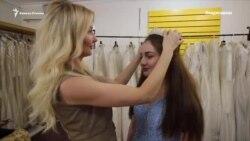 Платье бесплатно. В Осетии хозяйка магазина одевает выпускниц и невест