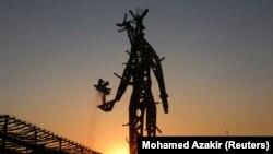 Լիբանան - 2020-ի պայթյունի զոհերի հիշատակին կառուցված քանդակը Բեյրութի նավահանգստում
