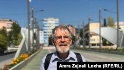 A. Ross Johnson gjatë një vizite në Mitrovicë, më 2018.