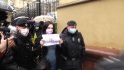 Изоляция в автозаке: в Москве — десятки задержанных