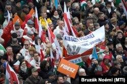 A lengyel Gazeta Polska civil klubjainak tagjai a CÖF-CÖKA Békemenetén 2018. március 15-én.