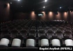 Алматыдағы Chaplin Cinemas кинотеатрының бос тұрған көрермен залы.