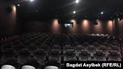 Пустой зал кинотеатра в Алматы.