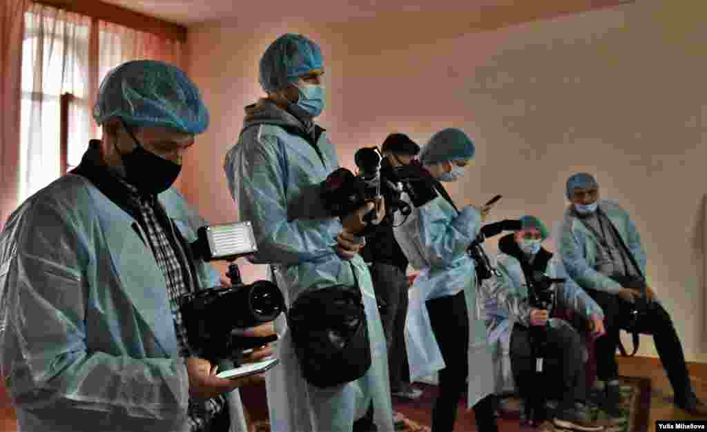 Журналисты ждут начала вакцинации