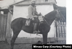 Ofițerul Constantin Carp pe calul Colibri în timpul primului război mondial