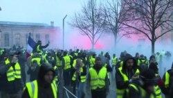 Три недели протестов в Париже. На улицы вышли врачи скорой помощи